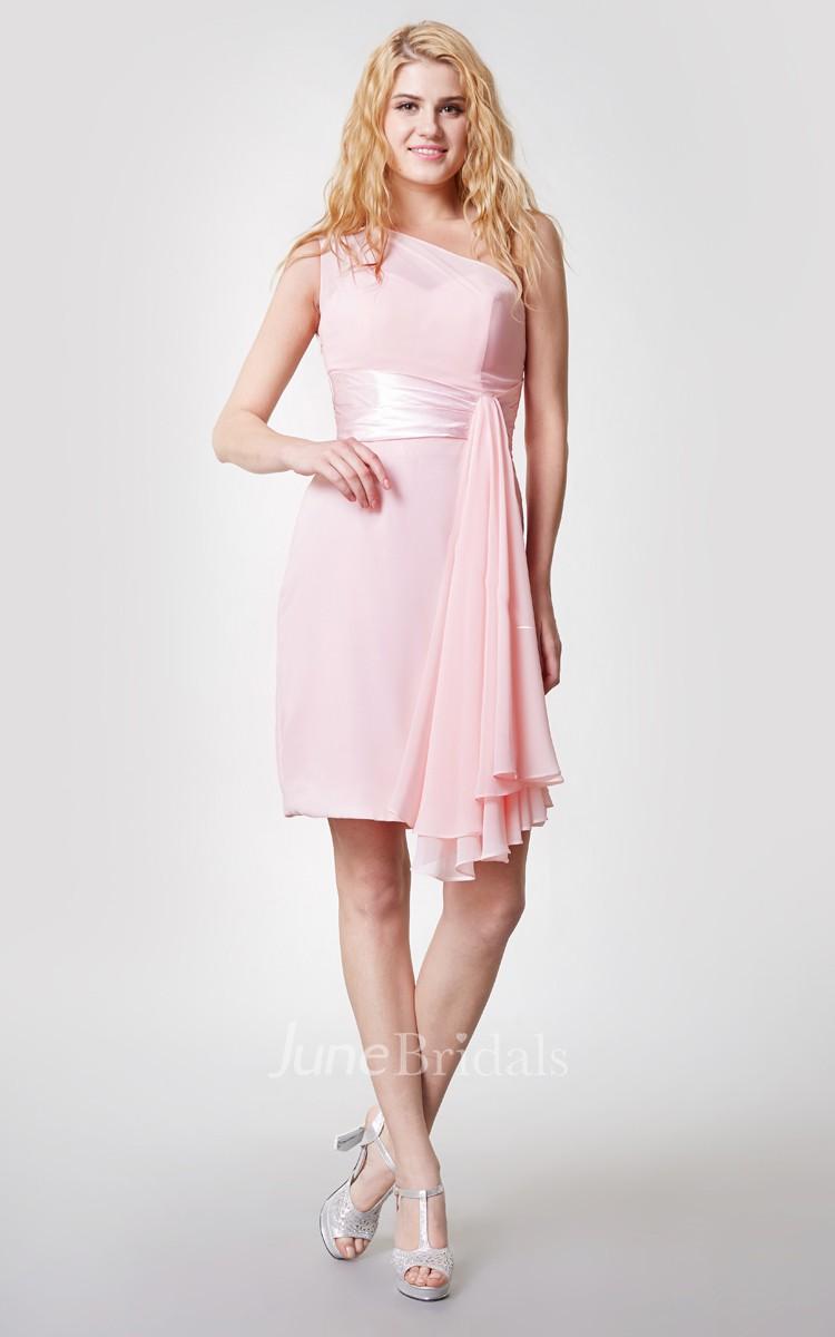 75269c34c Vestido elegante corto de gasa con un hombro descubierta y lado drapeado