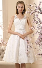 A-Line V-Neck Sleeveless Knee-Length Appliqued Lace Wedding Dress With Bow