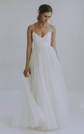 Sexy A-line Spaghetti Straps Wedding Gown With Tulle
