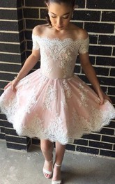 A-line Off-the-shoulder Sleeveless Appliques Ruching Knee-length Lace Homecoming Dress