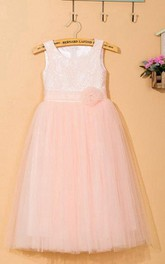 Lace Tulle Flower Girl Wedding Dress With Sleeveless and Scoop Neck