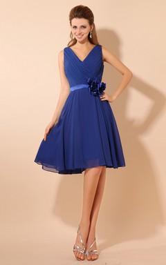 0e2c0733e Vestido precioso y plisado con escote de pico sin mangas de gasa