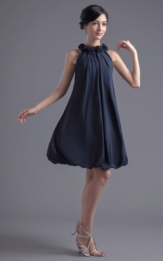 54a5cd680 Vestido clásico con escote halter sin mangas corte imperio a la rodilla de  chifón