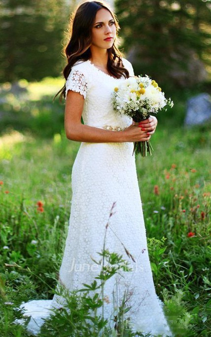 Vintage Country Modest Cap Sleeve Bohemian Crochet Lace A-line Wedding Dress with Beaded Belt